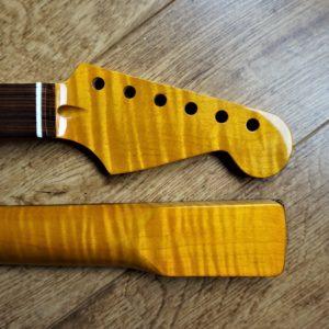 Stratocaster kabukalli FLAME MAPLE Guitar Neck by Guitar Anatomy