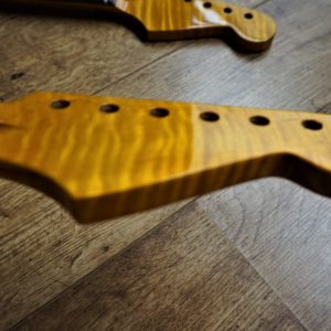 Stratocaster kabukalli FLAME MAPLE Guitar Neck by Guitar Anatomy